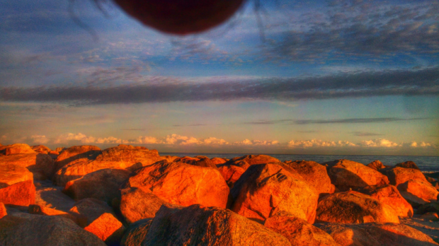 Men-are-taking-photos-of-their-balls-in-front-of-beautiful-landscapes-7